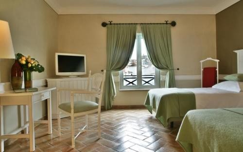 Telephoning Booking Hotel